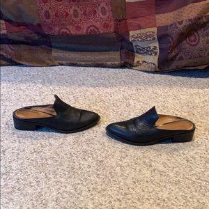 Frye black leather slip on Mule heeled shoes sz 7